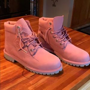 Authentic timberlands never worn but no tags.